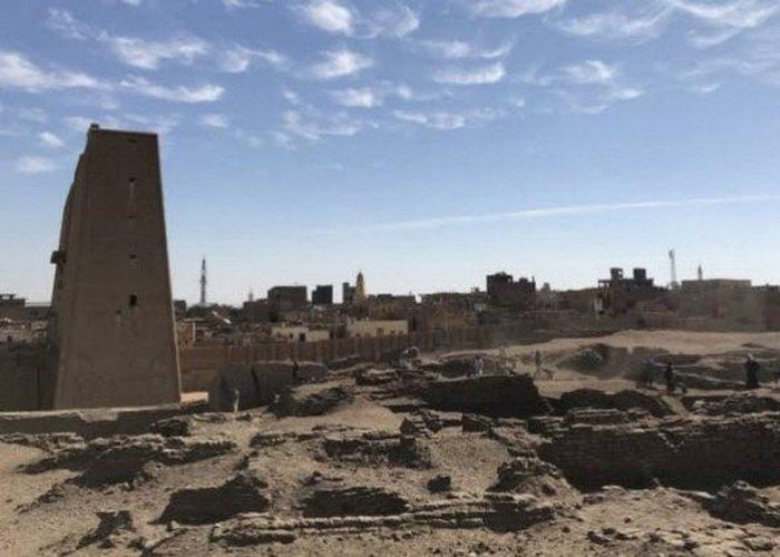 Древние сооружения: городской комплекс Тель-Эдфу.
