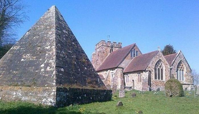 Классический храм, полая башня, гробница Джека Фуллера.