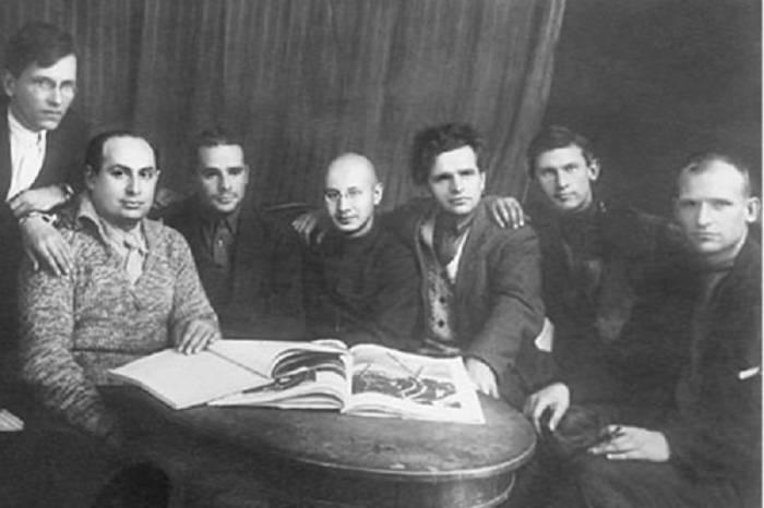 Члены Секретариата РАПП. Слева направо: М. В. Лузгин, Б. Иллеш, В. М. Киршон, Л. Авербах, Ф. И. Панферов, А. А. Фадеев, И. Макарьев