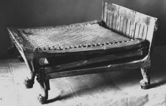 Древний Египет: кровать Тутанхамона.