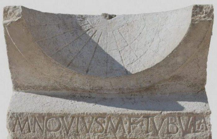 Итальянский арÑеологический сюрприз: солнечные часы.