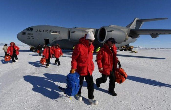 Необычное путешествие в Антарктиду Джона Керри.