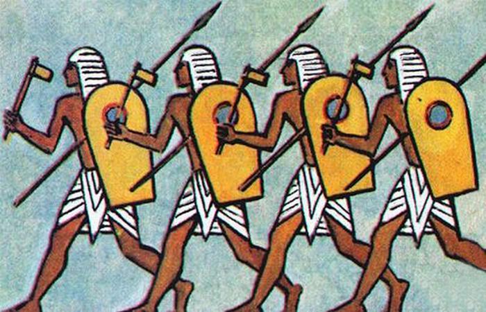 Для ближнего боя меджаи предпочитали бронзовые топоры и длинные копья.
