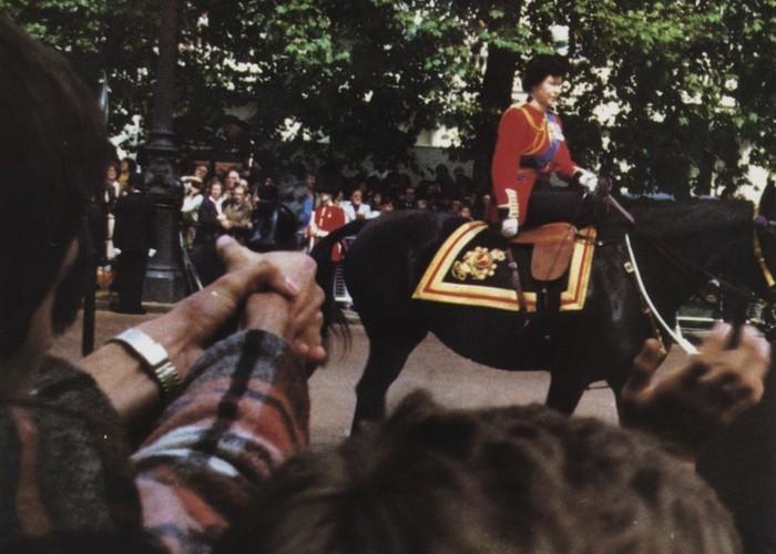 Елизавета II и несовершеннолетний стрелок./ Фото: news.sky.com