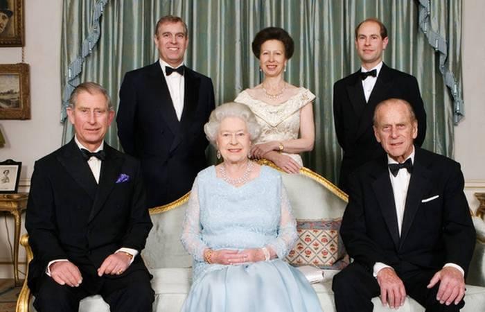 Королевская семья всегда под прицелом, всегда под охраной./ Фото: thehits.co.nz