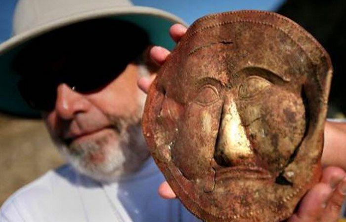 «Золотая Маска» и другие удивительные артефакты.