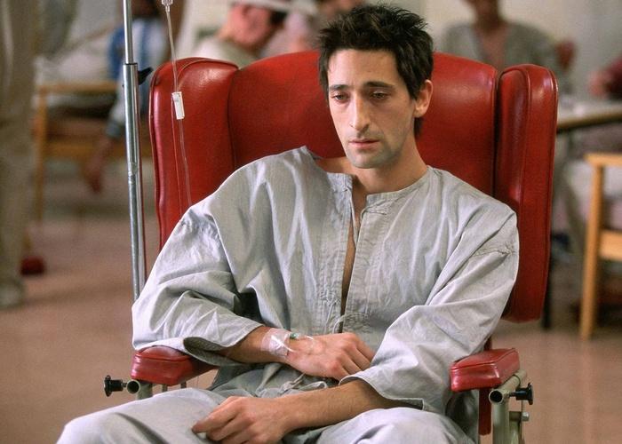 Кадр из фильма «Пиджак»./ Фото: movies.techstormtv.com