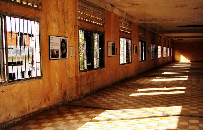 Мрачные коридоры «Тоул Сленга»./ Фото: envoyhostel.com