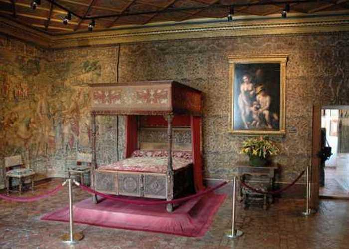 Роскошная спальня в замке Шенонсо./ Фото: travelexp.me