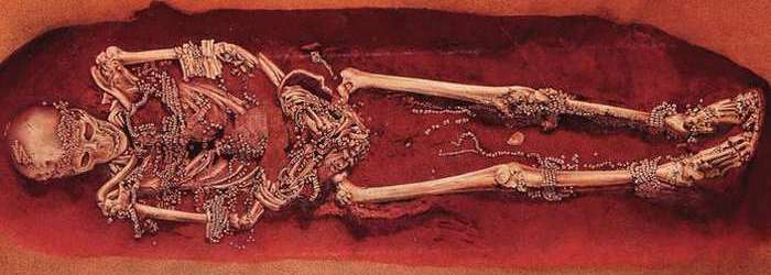 Бусины из кости мамонта.