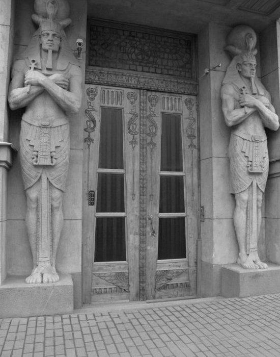 «Египетский дом» на Захарьевской 23 в Санкт-Петербурге. Парадный вход.