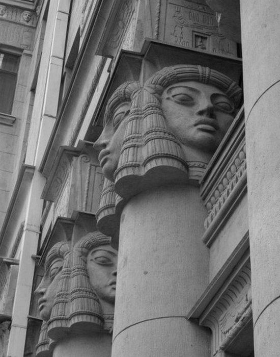 «Египетский дом» на Захарьевской 23 в Санкт-Петербурге. Колоны.