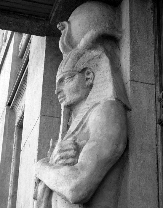 «Египетский дом» на Захарьевской 23 в Санкт-Петербурге. «Стражник Ра».