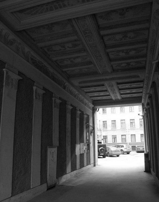 «Египетский дом» на Захарьевской 23 в Санкт-Петербурге. Арка дома (вид во двор).