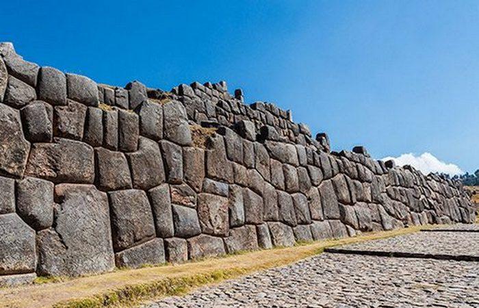 Невероятная стена Саксайуаман.