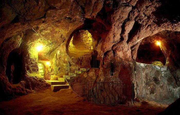 Невероятный подземный город Деринкую.