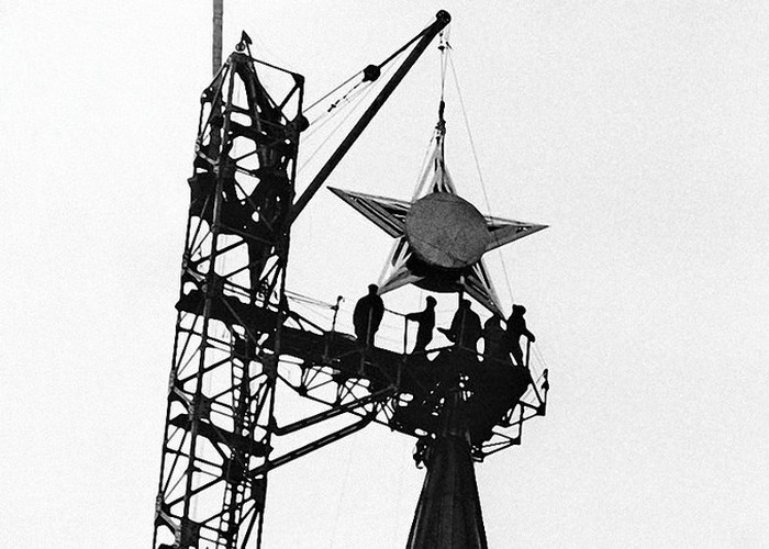 Монтаж звезды на Спасской башне./ Фото: fs.photounion.ru