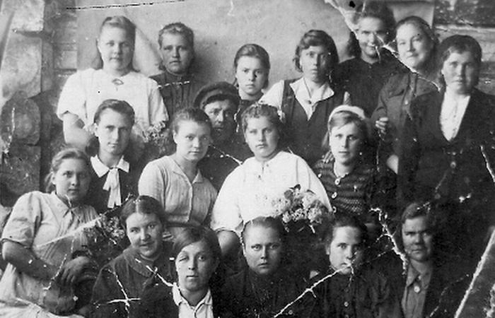 Служащие 242 банно-прачечного пункта (1942 год)./ Фото: prosdo.ru