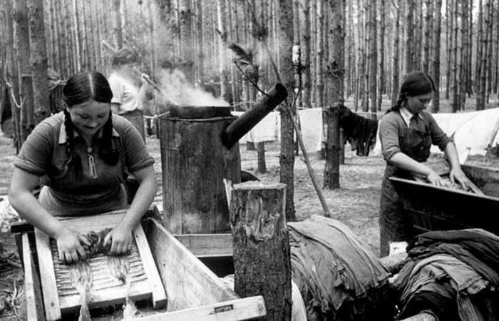 Полковая прачечная в лесу./ Фото: waralbum.ru