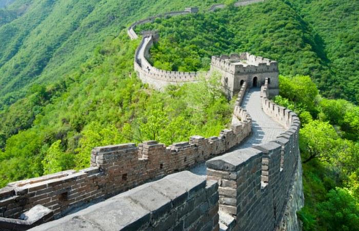 Великая стена была частично разобрана на строительные материалы.