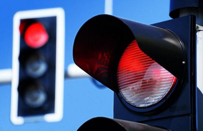 Хунвейбины хотели заставить людей переходить дорогу и ездить на красный свет.