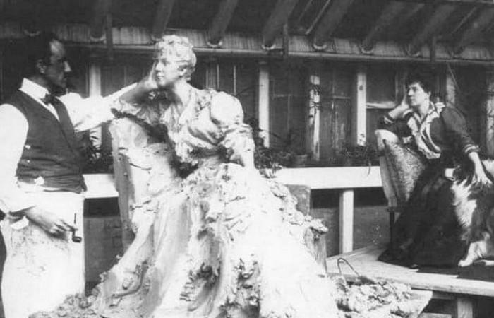 Мария Тенишева позирует скульптору П.П. Трубецкому./ Фото: es-kiz.ru