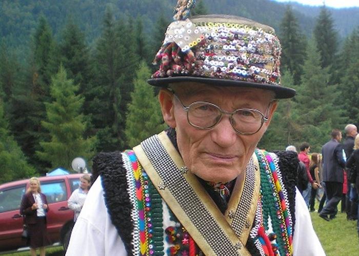 Гуцулы веками шли в церковь, а после к мольфару./ Фото: bestinfo.com.ua