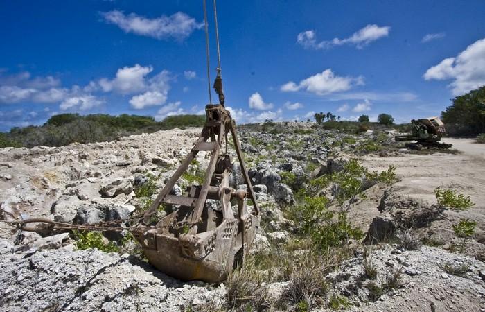 Один из заброшенных карьеров Науру./ Фото: pigsfly.info