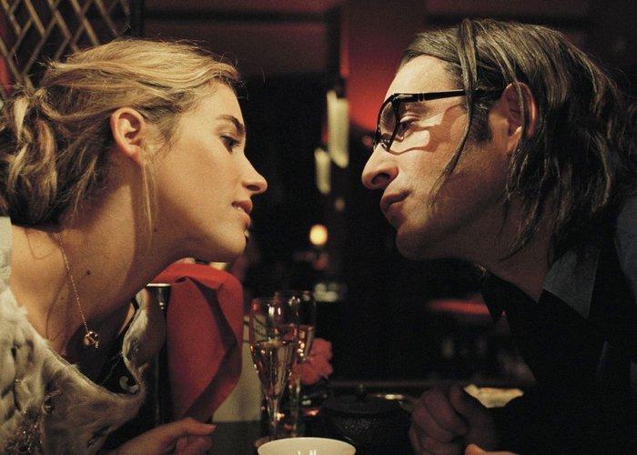 Кадр из фильма «99 франков»./ Фото: filmindoxxi.com