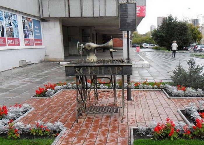 Памятник швейной машинке «Синар»./Фото: turizm.ru