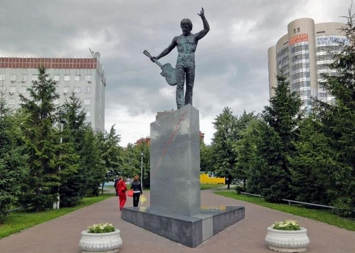 Памятник Владимиру Высоцкому./Фото: turs.pro