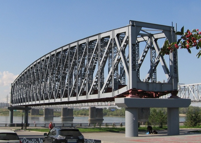 Памятник мосту./Фото: tunnel.ru