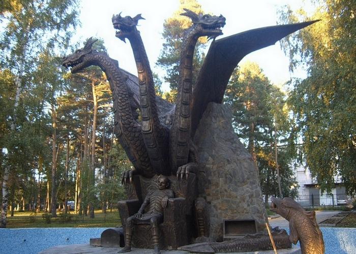 Памятник Змею Горынычу./Фото: megachtivo.ru