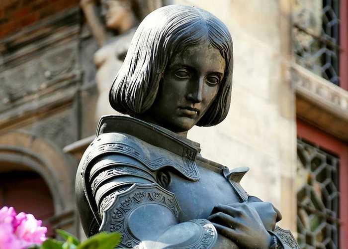 Памятник Орлеанской деве./ фото: kaknebolet.ru