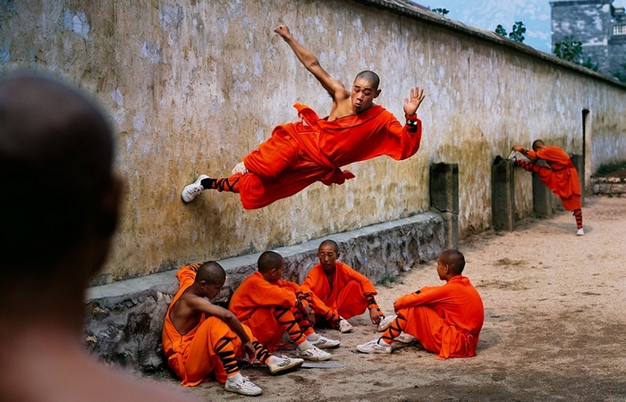 Тренировка шаолиньских монахов.