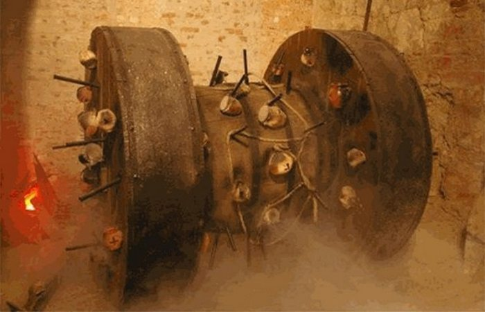 Осадная тактика: «Взрывающееся мельничное колесо».