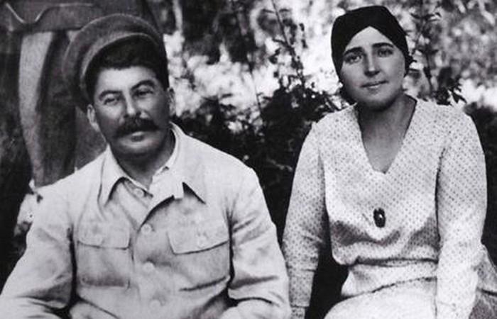 Родители Светланы Надежда Аллилуева и Иосиф Сталин./ Фото: woman.ru