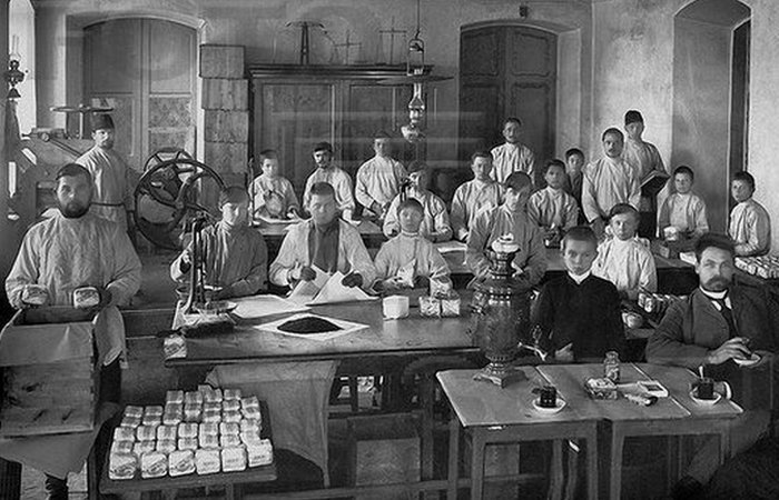 Россия начала ХХ века: зарплаты рабочих и служащих./ Фото: vibirai.ru