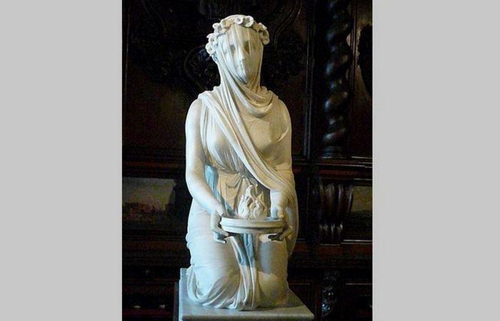 Римская статуя «Весталка в вуали».