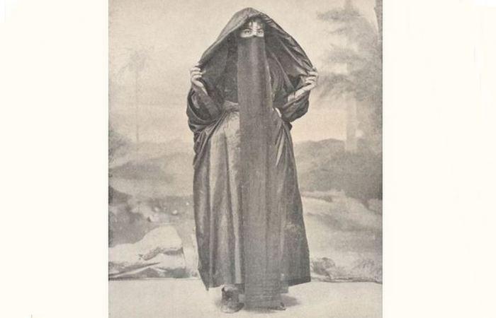 Коптская христианка в вуале, 1918 год.