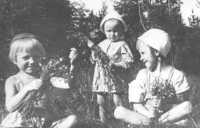 Фотография сделана для отсылки папам на фронт./ Фото: adsl.kirov.ru