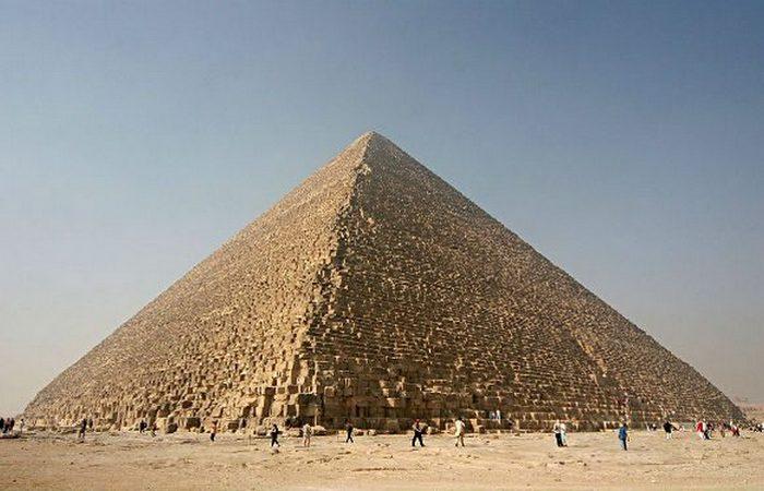 Семь чудес света: Великая пирамида Гизы.