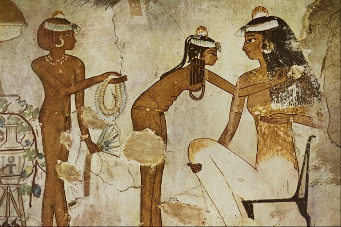 Египетские женщины удаляли волосы для профилактики вшей