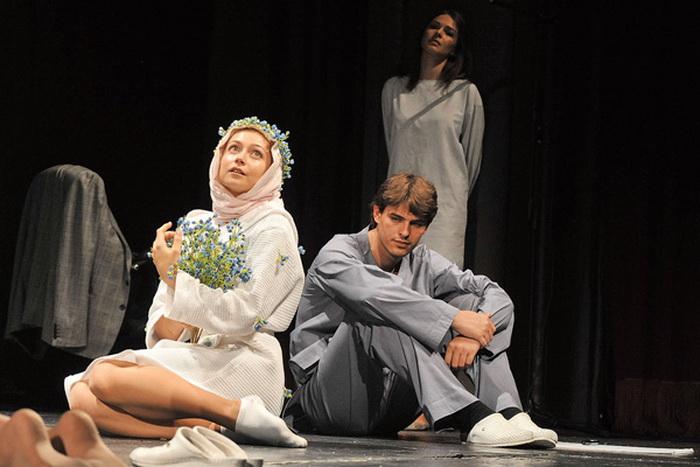 Роль шизофреника Эдуарда в спектакле Пауло Коэльо «Вероника решает умереть»
