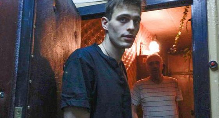 Василий Степанов живет в хрущевке с родителями
