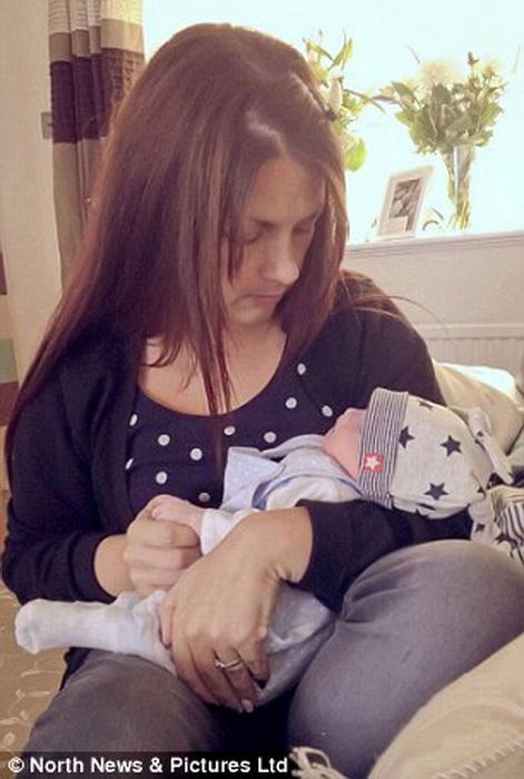 Последняя Линси забота о ребенке