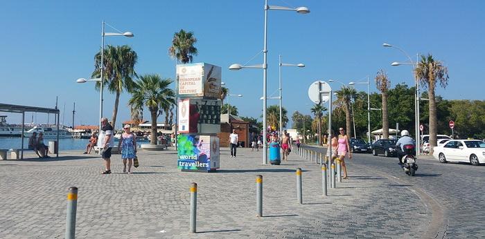 Современный курортный город Пафос в архитектурном плане малопримечательный