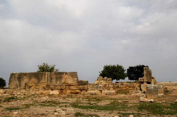 В величественных храмах происходили массовые оргии. Но время сберегло только фундамент зданий