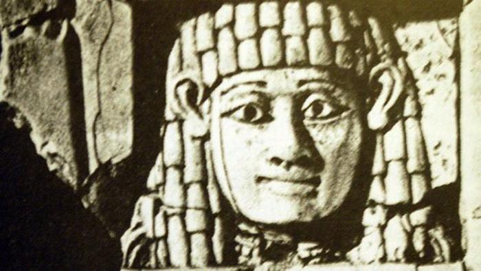 Служительницы культа, обязанные вступить в интимные отношения с любым мужчиной, давшем денег, покрывали голову особенным платком