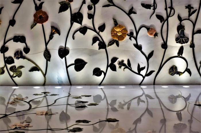 Мраморное украшение стен и пола. / Фото: www.rutraveller.ru